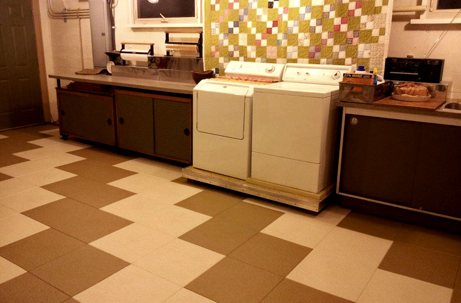 Commercial Kitchen Flooring and Restaurant Mat Products Made of ...