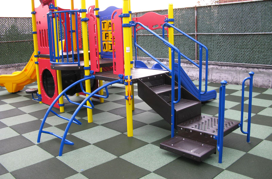 Playground Flooring - Rubber Tiles and Mulch for Playgrounds