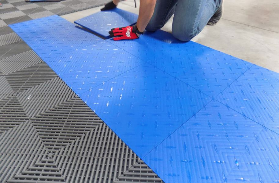 diamondtrax tiles diamond plate interlocking garage tile. Black Bedroom Furniture Sets. Home Design Ideas